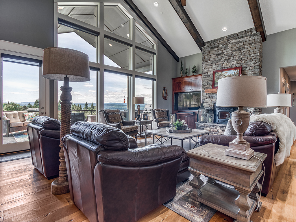 Great room with vaulted ceilings - 307 Milky Way Dr, Woodland, WA 98674