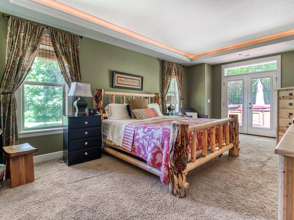 Primary bedroom suite - 36806 NE Holling Ave, La Center WA 98629