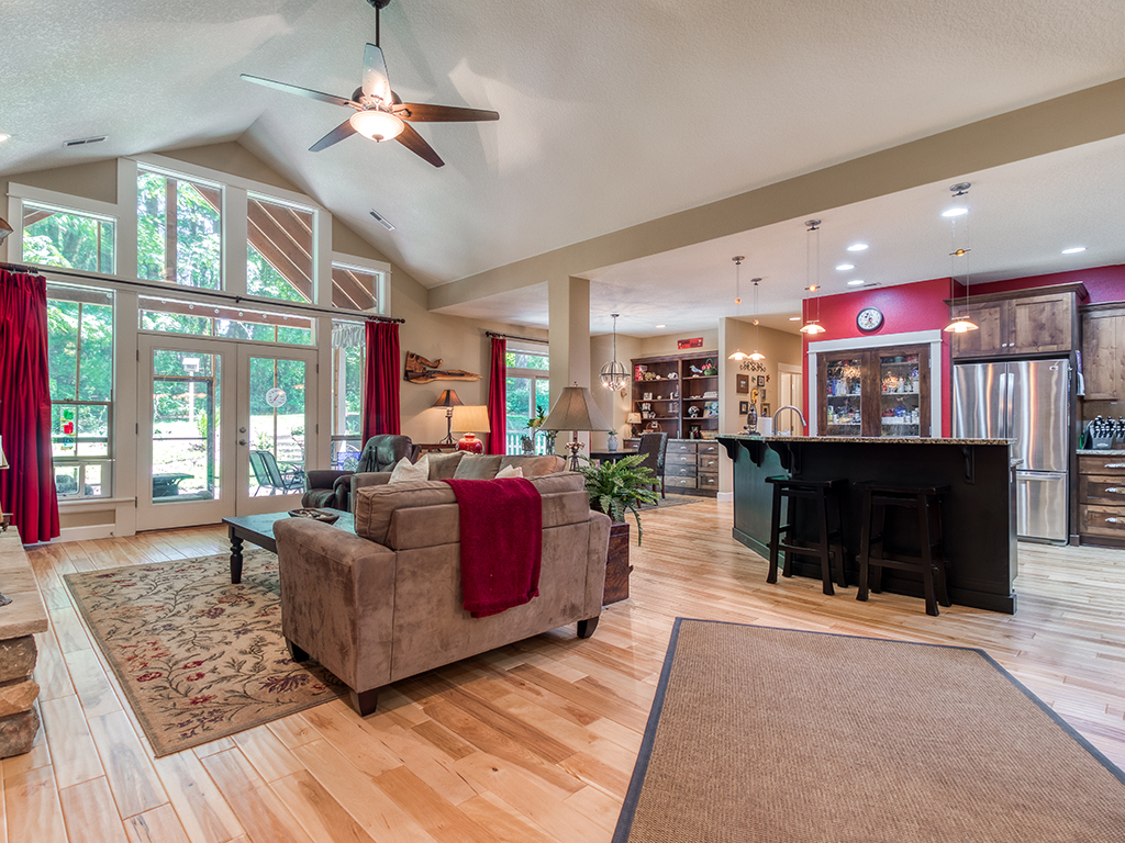 Living room with vaulted ceiling - 36806 NE Holling Ave, La Center WA 98629
