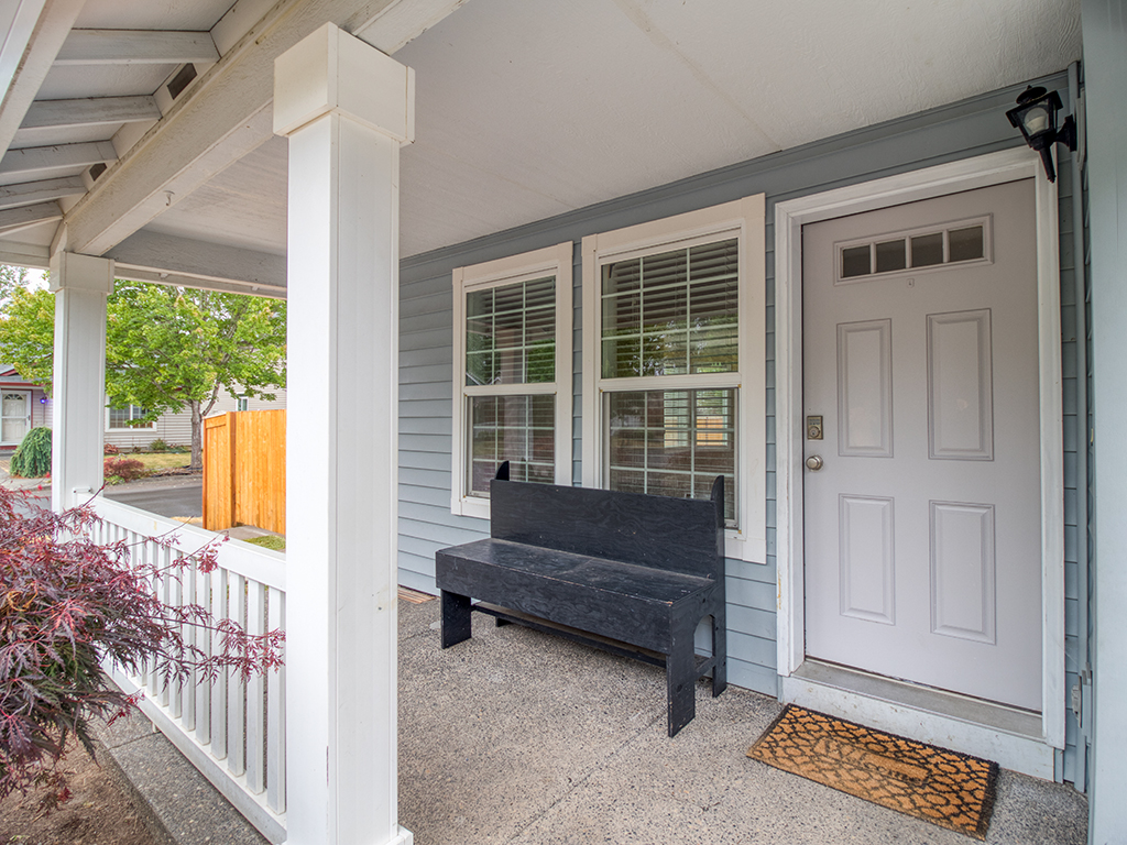 Covered front porch - 2618 NW 11th St, Battle Ground, WA 98604