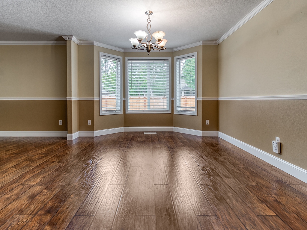 Dining room with bay window - 2618 NW 11th St, Battle Ground, WA 98604