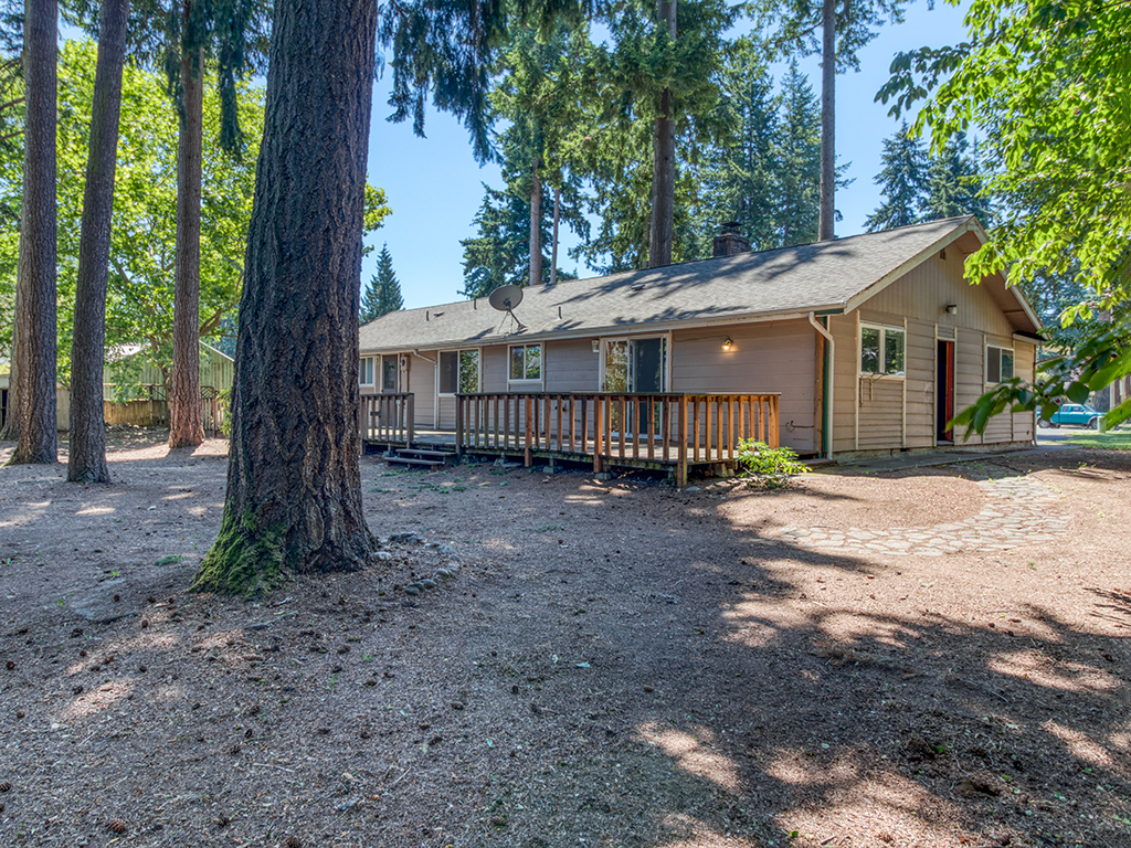 Deck in back on large treed lot - 9902 NE 61st St, Vancouver, WA 98662