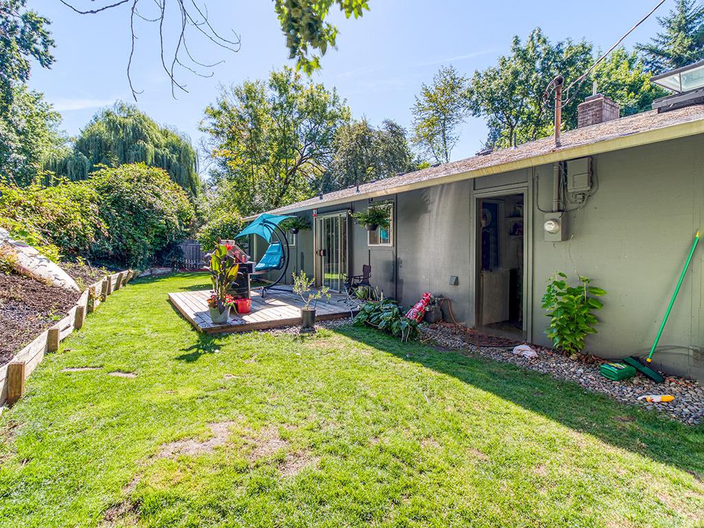 4530 SW 48th Ave, Portland, OR 97221 - Fenced backyard