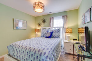 Light filled guest bathroom with carpeted flooring