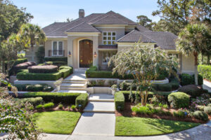698 Colonial Drive - Beautiful landscpaing