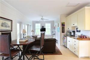 2785 Oak Manor family room