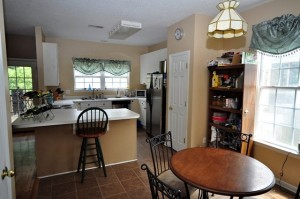 422 Baycreek Drive eat-in kitchen