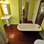 318 King Street bathroom