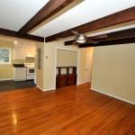 841 Amrsway living room