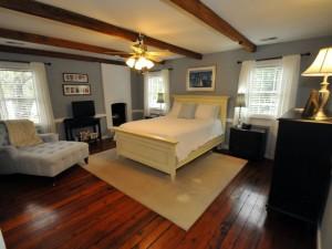 Master bedroom at 401 Patjens Lane
