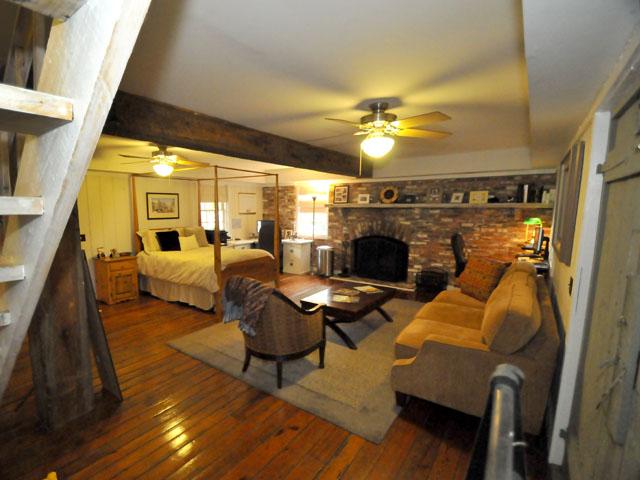 Guest suite at 401 Patjens Lane