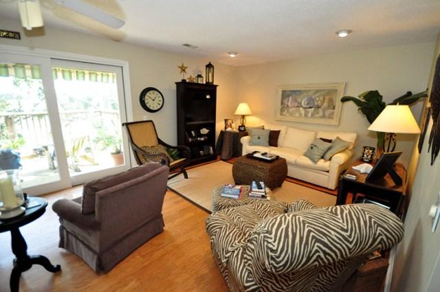 569 E Hobcaw Drive living room