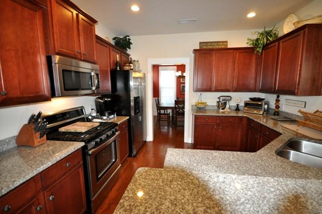 2353 Eagle Creek Drive kitchen