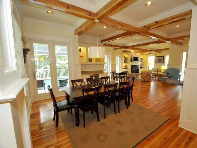 12 41st Ave dining & living area