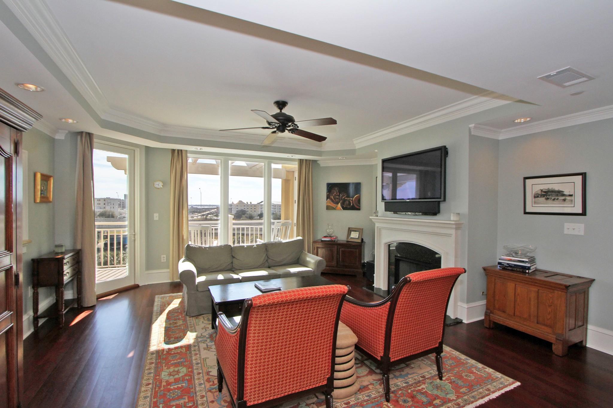 5015 Old Bridgeview Lane living room