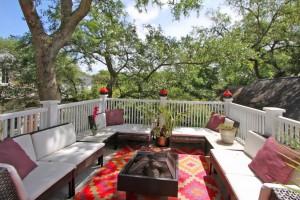Treetop deck at 178 Ionsborough