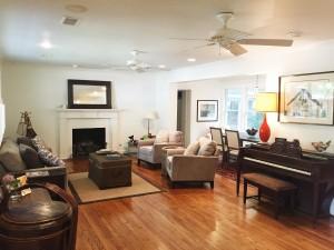 Living room at 1702 Poe Ave on Sullivans
