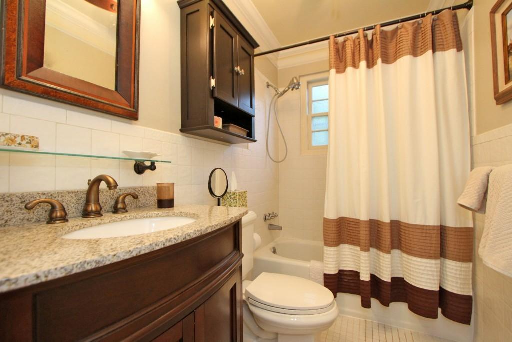 Guest bathroom at 7 Logan Street