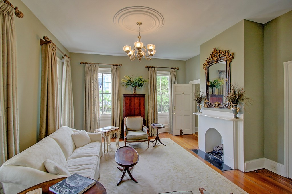 135 Broad St living room