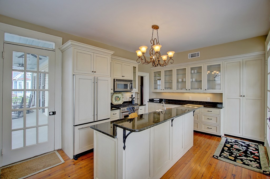 135 Broad St upstairs kitchen