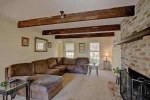 1539 Pinebark living room