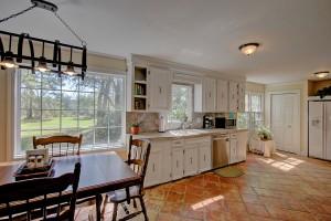 1539 Pinebark kitchen