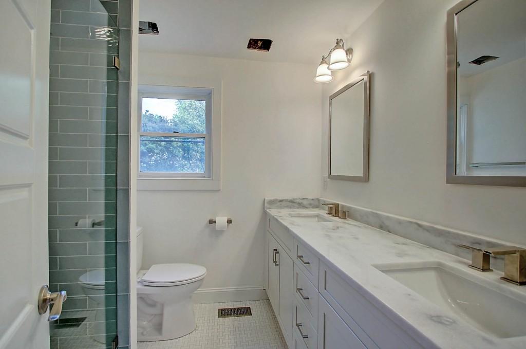 2154 Coker Ave guest bath
