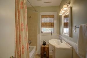 1052 Bexley Street bath