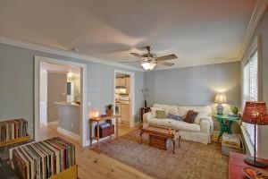1122 Bexley living room