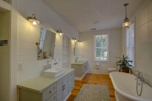 121 Live Oak master bathroom