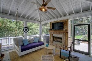 121 Live Oak screened porch