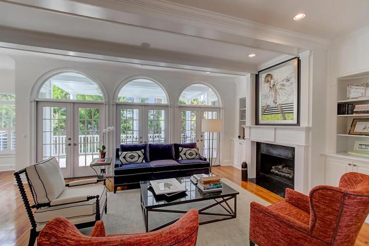 208 Haddrell Street living room