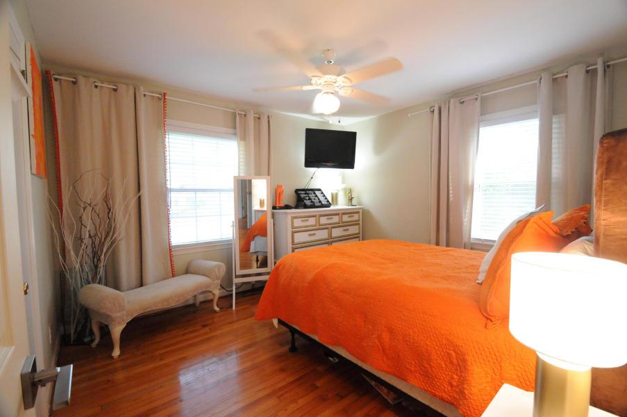 Guest bedroom at 211 Haddrell Street