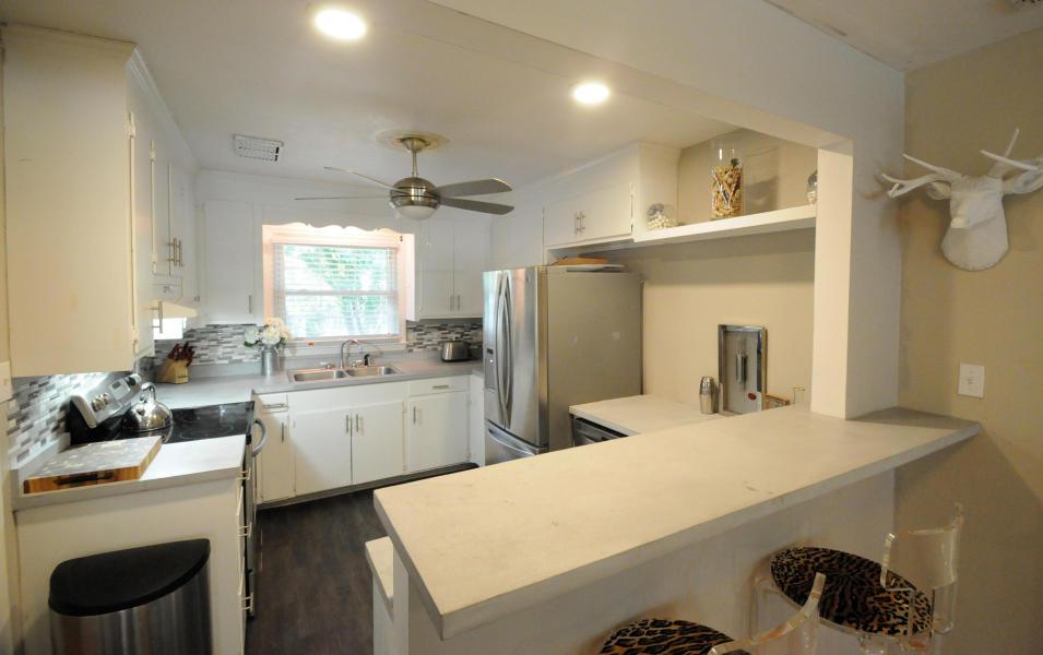 211 Haddrell Street kitchen