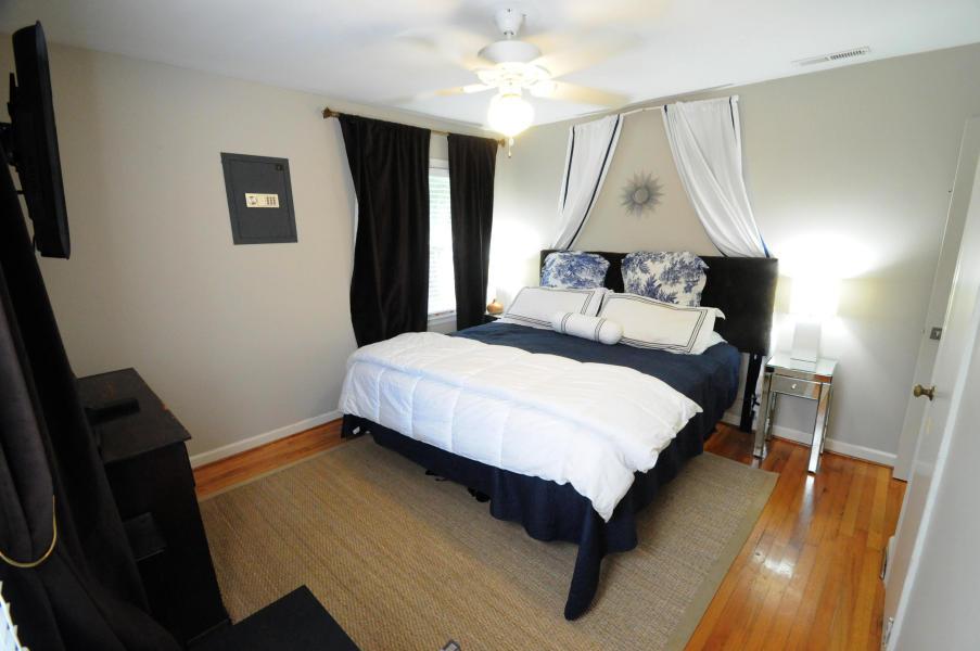 211 Haddrell Street master bedroom