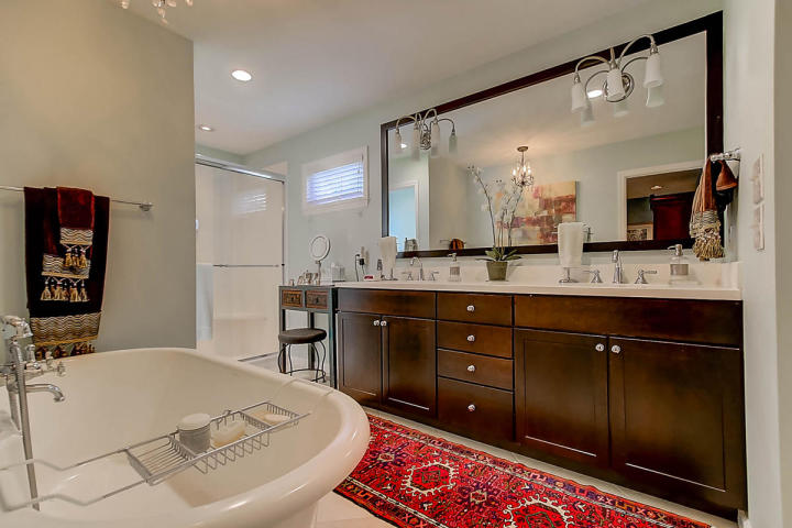 304 Wild Horse Lane master bathroom