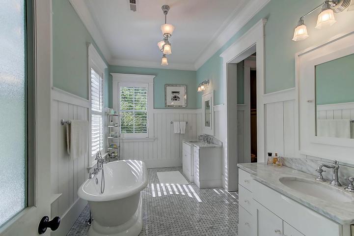 Master bathroom at 30 Hopetown