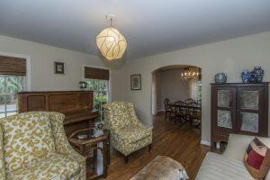 829 Jeb Stuart living room