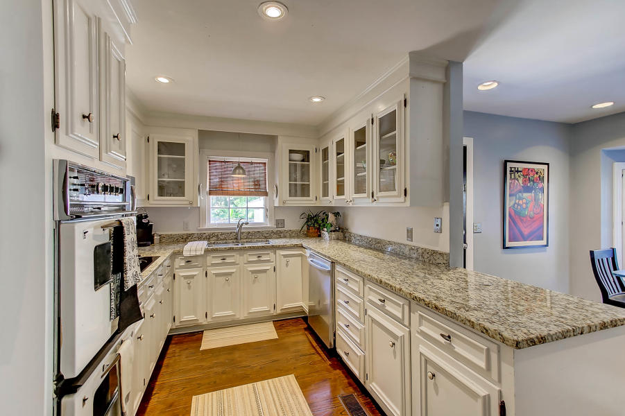 979 Harbortowne kitchen