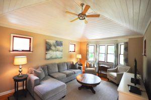 3607 Hartnett Boulevard living room