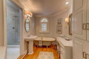 Master bath at 813 Pitt Street
