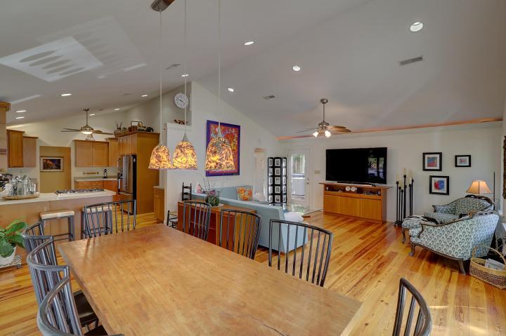 1112 Simmons Street living room