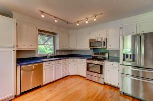 19 24th Ave kitchen