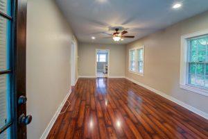 501 Woodland Shores living room