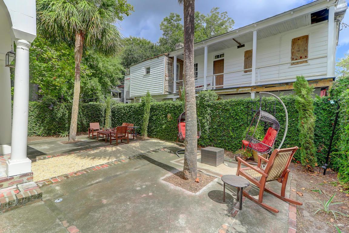 258 Rutledge courtyard