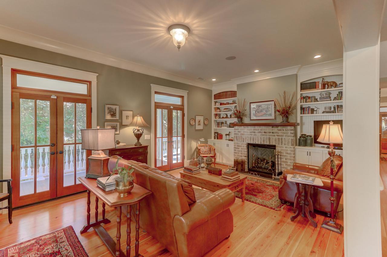131 Linwood Lane living room
