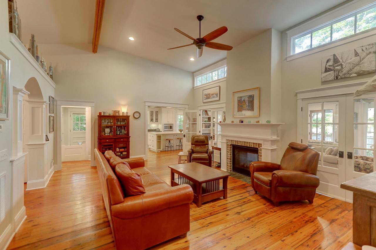 739 Hill Street living room