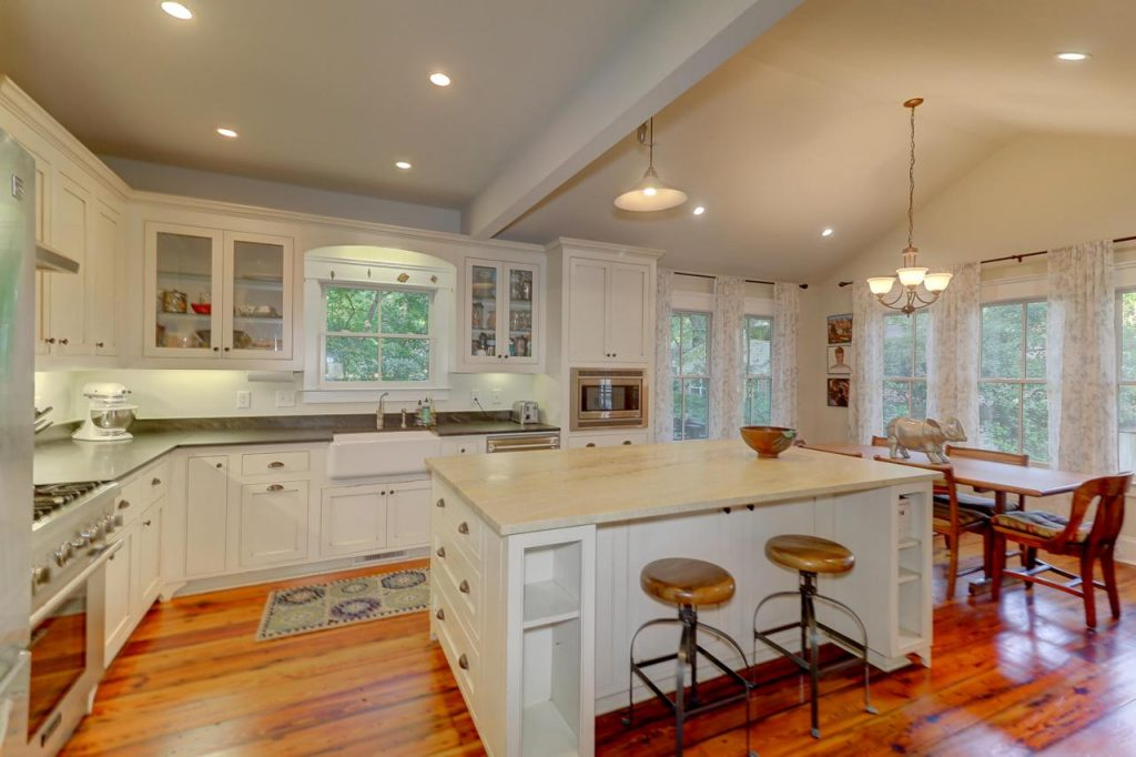 739 Hill Street kitchen