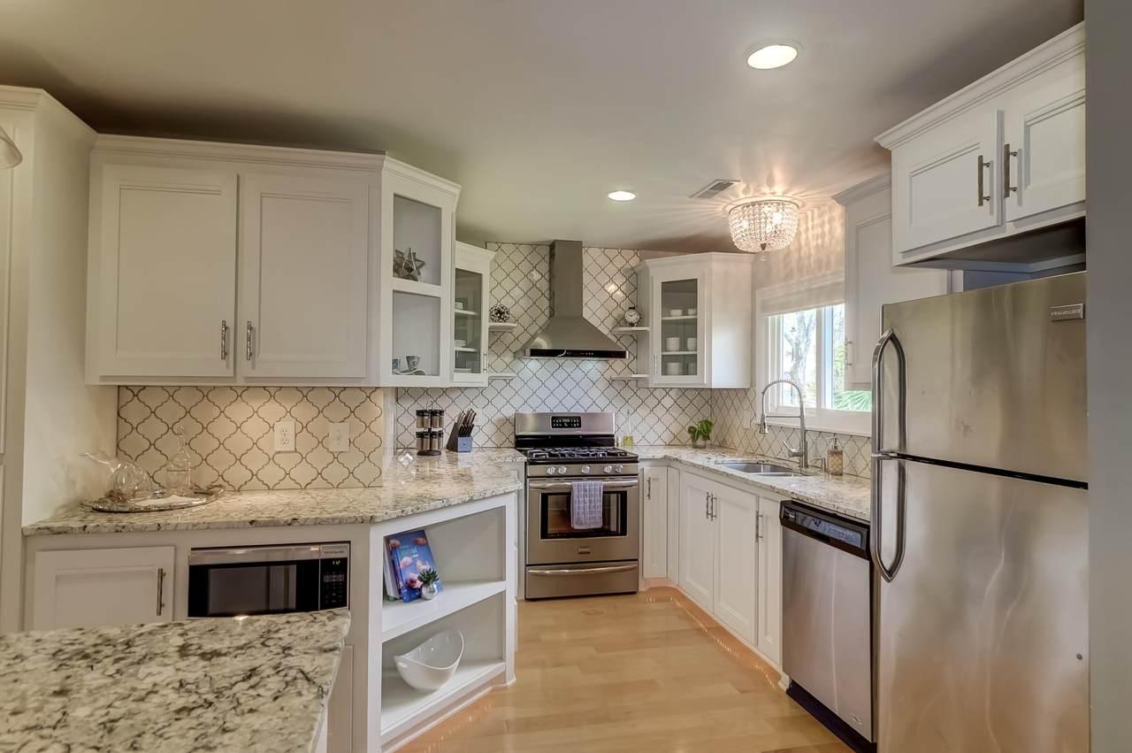 658 Williamson kitchen