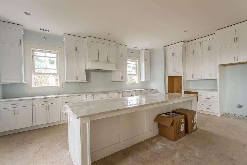 1805 Rushland Grove Lane kitchen